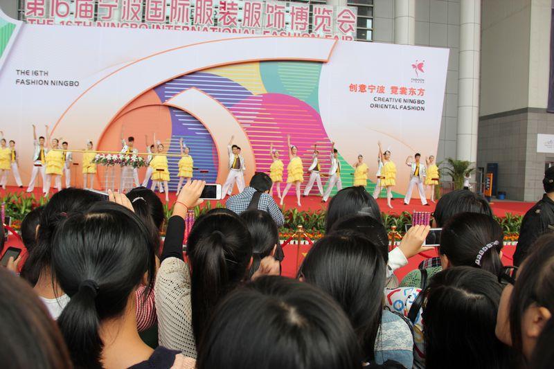 服装模板切割机成为2012宁波国际服装博览会的一枝独秀